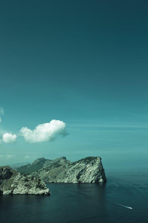 Fotobanka sbezplatnými fotkami na tému hora, krajina, letecký záber, more