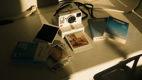 Бесплатное стоковое фото с polaroid, бизнес, бумага, камера