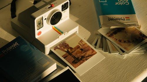 Gratis lagerfoto af billeder, fotos, instant film, Instant-kamera