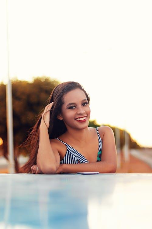 Foto d'estoc gratuïta de dona, Dona bonica, expressió facial, feliç