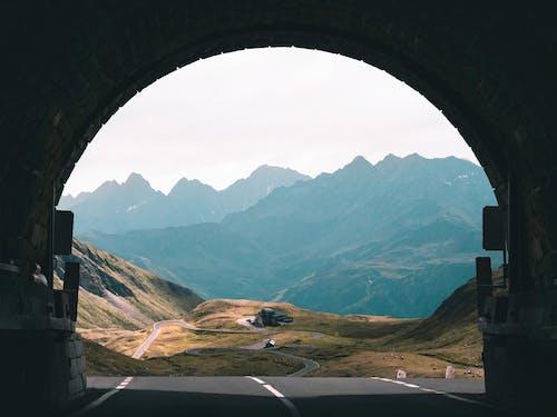 Gratis lagerfoto af bjerge, køre, rejse, tunnel