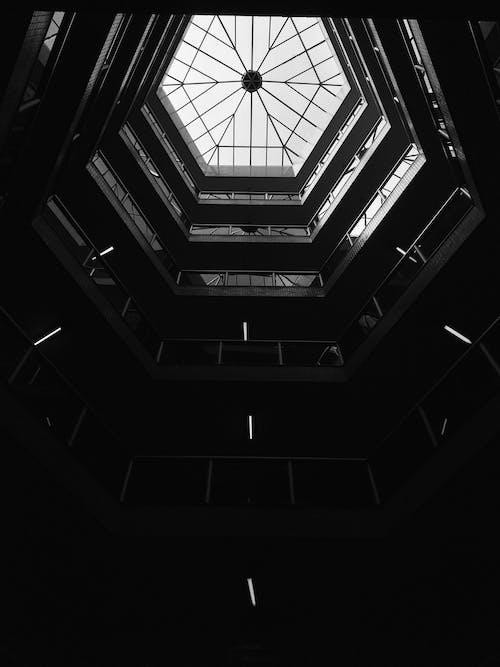 Ảnh lưu trữ miễn phí về đen và trắng, góc chụp thấp, kiến trúc, quan điểm