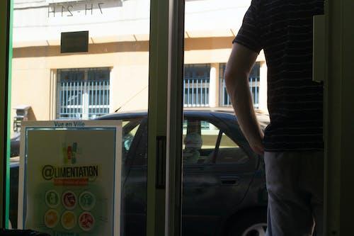Foto stok gratis belakang, cucian, laki-laki, pintu