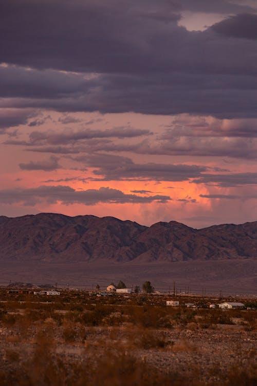 Gratis lagerfoto af aften, aftenhimmel, bjerge, farver