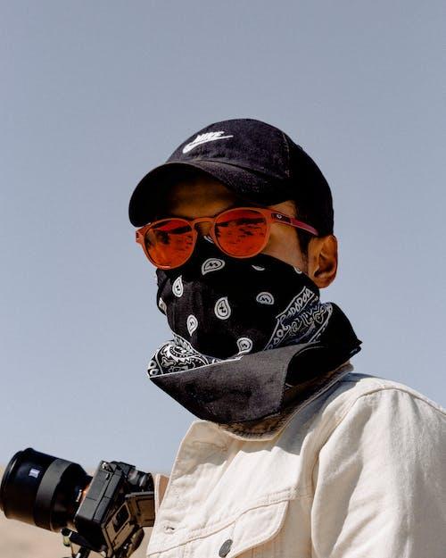 Foto stok gratis bandana, fotografer, kacamata, kacamata hitam