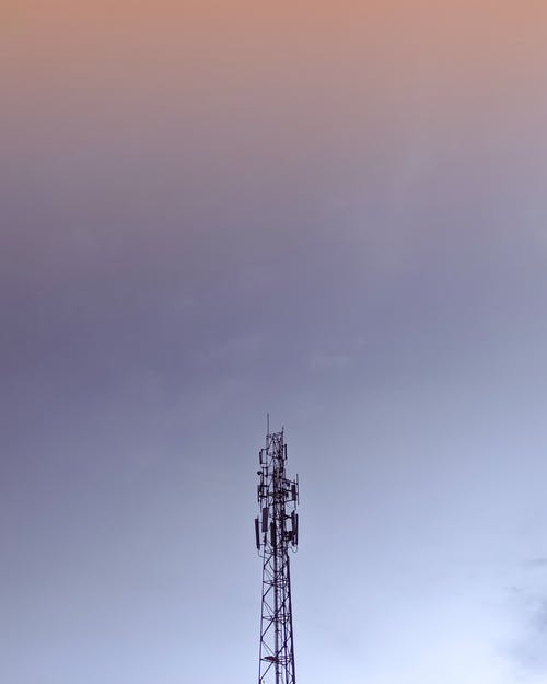 Fotobanka sbezplatnými fotkami na tému bunková veža, jasná obloha, minimalistický, minimalizmus