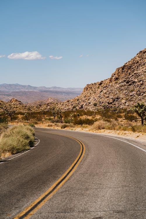 Fotobanka sbezplatnými fotkami na tému asfalt, cesta, cestovať, denné svetlo