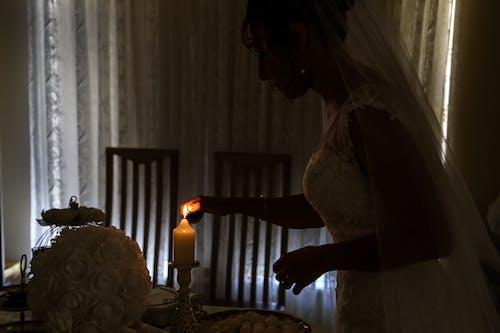 Ilmainen kuvapankkikuva tunnisteilla häät, kynttilä, kynttilänvalo, rukous