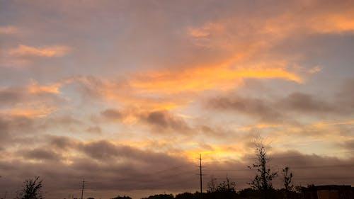 Foto d'estoc gratuïta de alba, cel daurat