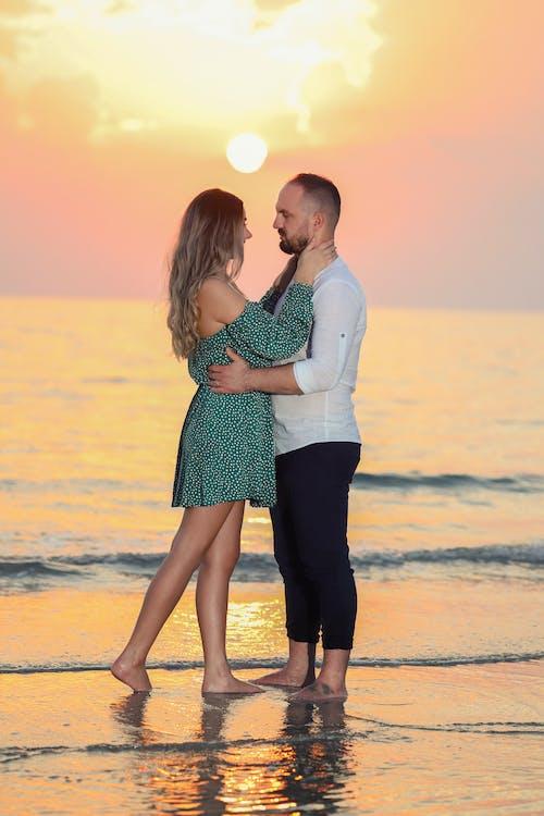Бесплатное стоковое фото с бесконечные, вдохновение, вечер, влюбленная пара