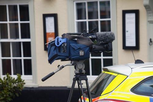 Foto profissional grátis de câmera de tv, meios, meios de comunicação, televisão