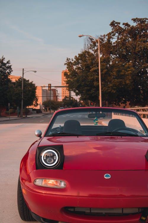 Δωρεάν στοκ φωτογραφιών με ανοιχτό αυτοκίνητο, απόγευμα, άσφαλτος, Ασφαλτόστρωση