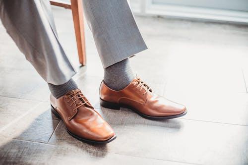 人, 優雅, 皮鞋, 腿 的 免费素材照片