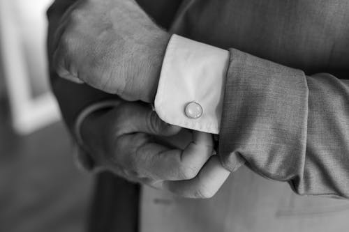 人, 手, 袖扣, 黑與白 的 免费素材照片