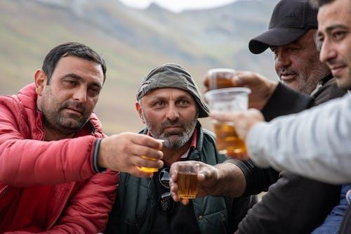 Základová fotografie zdarma na téma alkoholické nápoje, alkoholický nápoj, dospělí, drinky