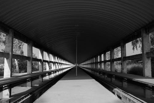คลังภาพถ่ายฟรี ของ trainyard, การก่อสร้าง, คอนกรีต, ดำและขาว