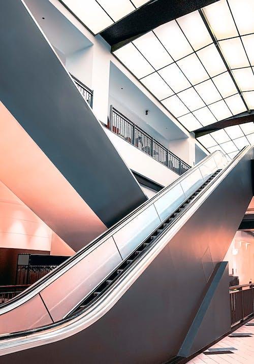Fotos de stock gratuitas de adentro, aeropuerto, arquitectura, artículos de cristal