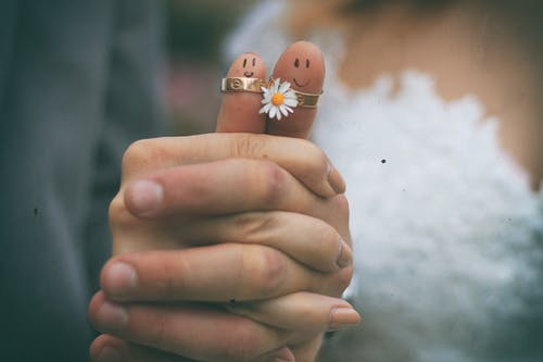 Gratis arkivbilde med bakgrunnsbilde, blomst, brud, brudekjole