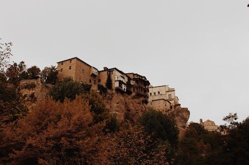 Gratis lagerfoto af arkitektur, bygning, efterår, klippe