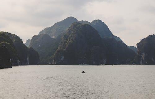 Ilmainen kuvapankkikuva tunnisteilla Aasia, ha pitkä lahti, kissa ba, kivet