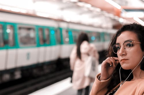 Gratis arkivbilde med fransk jente, metro, portrett, portrettfotografering