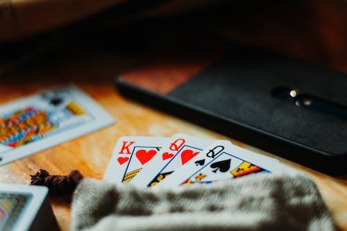 Foto d'estoc gratuïta de apostar, cors, joc de cartes