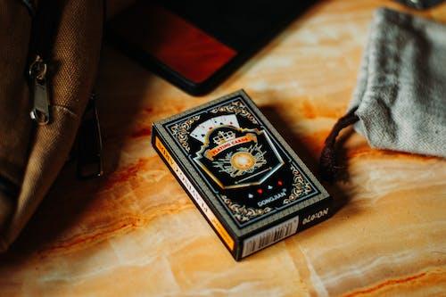 Foto d'estoc gratuïta de baralla de cartes, Caixa, capsa