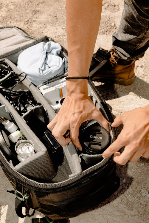 Безкоштовне стокове фото на тему «гаджети, лінза фотоапарату, мішок, обладнання камери»