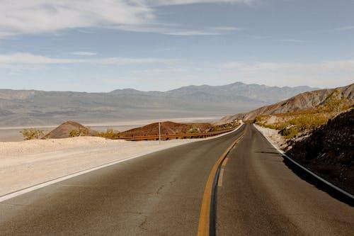 Foto d'estoc gratuïta de a l'aire lliure, asfalt, autopista, buit