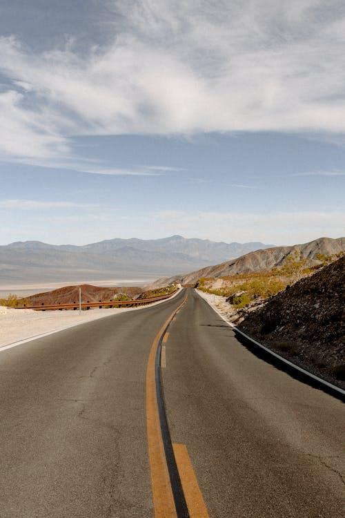Fotobanka sbezplatnými fotkami na tému asfalt, cesta, cestovať, ďaleko