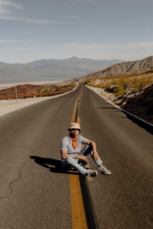 Ilmainen kuvapankkikuva tunnisteilla asfaltti, etäisyys, istuminen, kaista