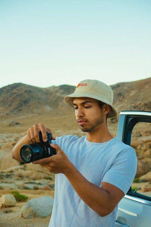 Foto d'estoc gratuïta de barret de barret, càmera, càmera rèflex digital, cruixir