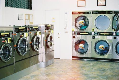Foto d'estoc gratuïta de assecadora, maquinària, rentadora, rentadores