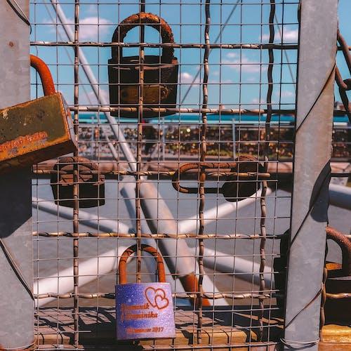 Бесплатное стоковое фото с krakow, арочный мост, влюбленный, замки любви
