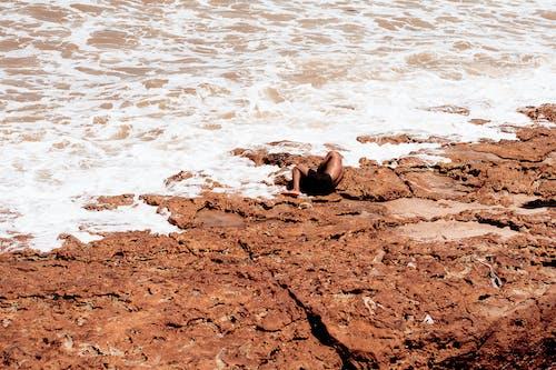 Imagine de stoc gratuită din coastă stâncoasă, corp de apă, Culcat, faleză