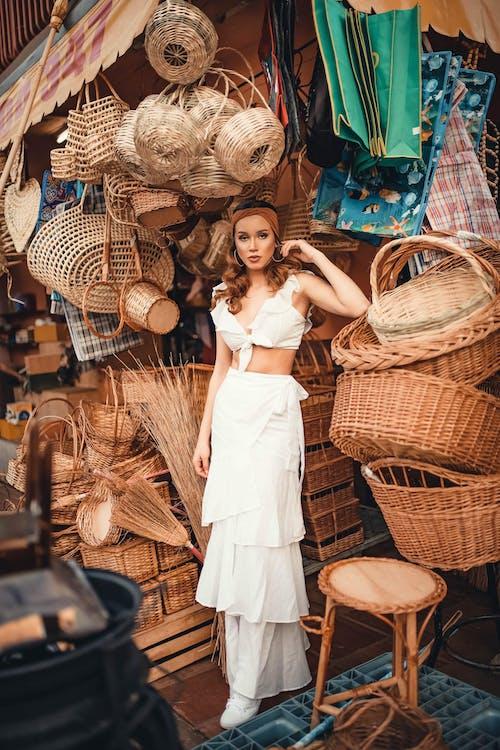 Бесплатное стоковое фото с женщина, киоск, корзины, магазин
