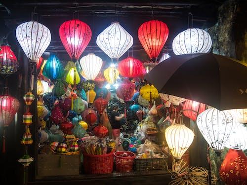 Kostenloses Stock Foto zu beleuchtung, farbe, laterne, nacht