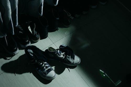 Foto profissional grátis de calçados, conversar, converse, sapatos