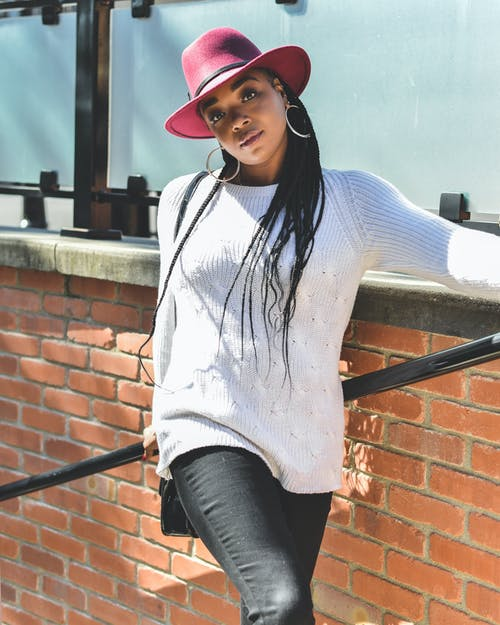 Photos gratuites de beau, chapeau fedora, debout, femme