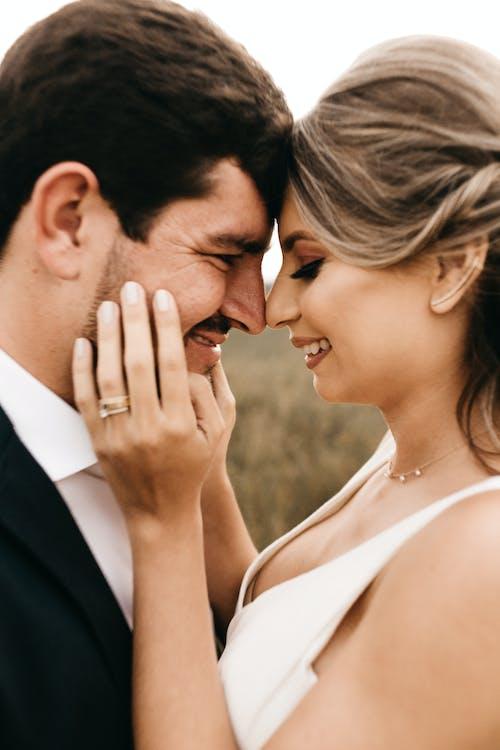 Photos gratuites de affection, amour, couple, embrasser