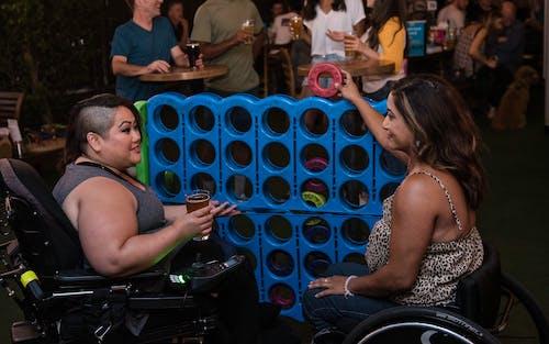 Darmowe zdjęcie z galerii z bar, elektryczny wózek inwalidzki, gra, granie