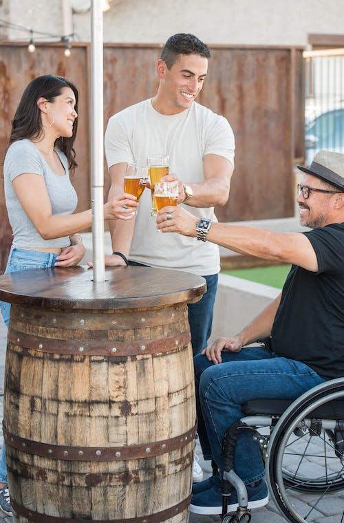 Photos gratuites de amusement, bière, boissons, chaise roulante