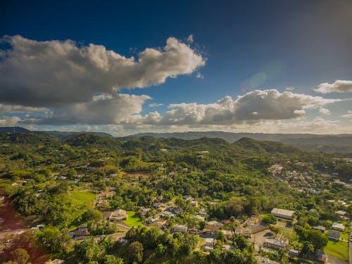 Бесплатное стоковое фото с голубое небо, горный пик, горный хребет, горы