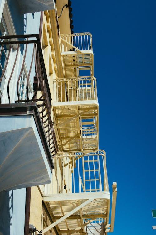 Základová fotografie zdarma na téma architektura, balkon, budova, cestování