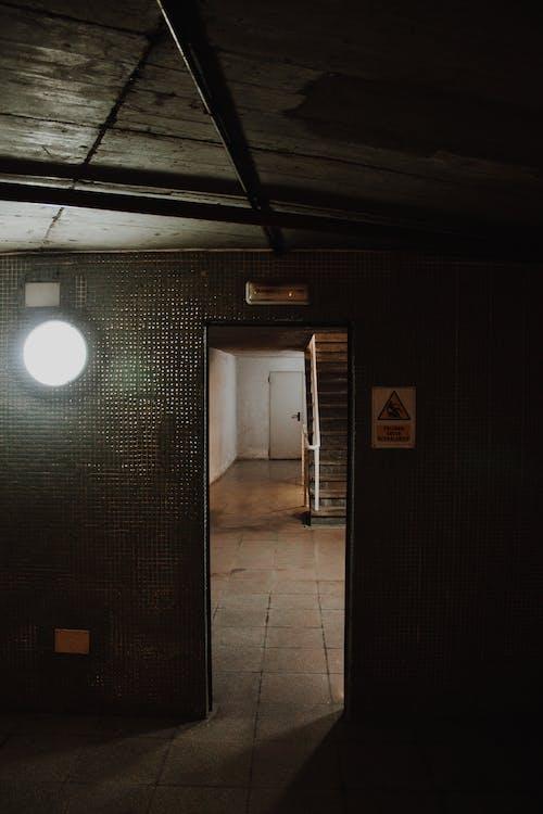 Gratis stockfoto met achtergelaten, architectuur, binnen, binnenkomst
