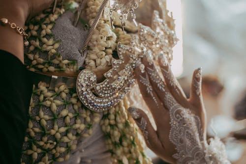 Photos gratuites de accessoires de mariage, culture, culture indonésienne, fleur