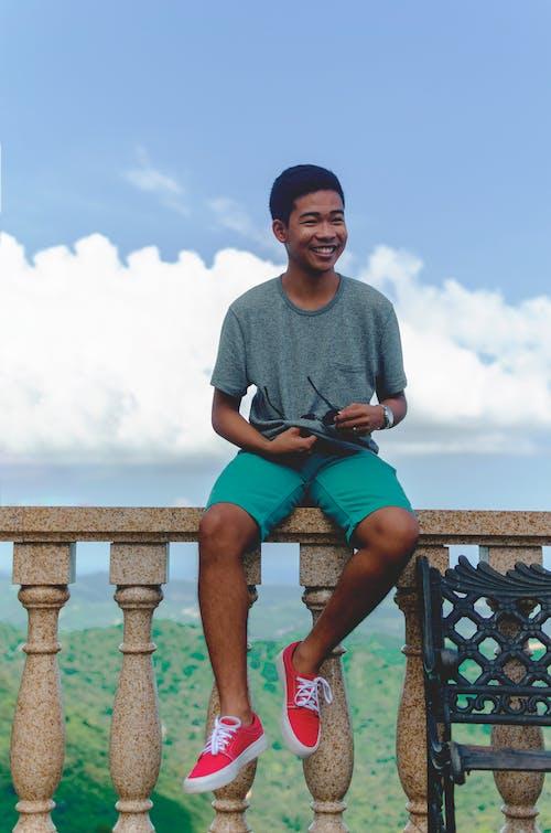 Základová fotografie zdarma na téma 20-25 letý muž, asijský, červené boty, přirozený