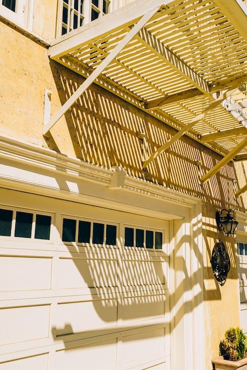 Fotobanka sbezplatnými fotkami na tému apartmány, architektonický dizajn, architektúra, baldachýn