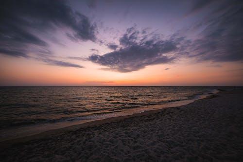 Foto d'estoc gratuïta de a l'aire lliure, aigua, alba, cel