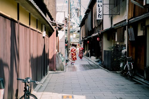 アジア人女性, オールドストリート, タウン, バイクの無料の写真素材
